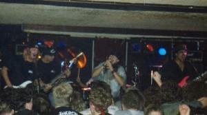 Em um dos raros registros, Bob é o primeiro a partir da esquerda