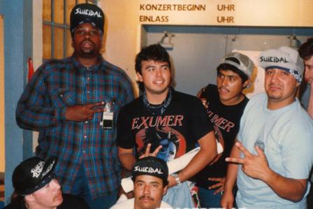 Mike (agachado), Herrera (em pé, no centro) e Mayorga (à direita).