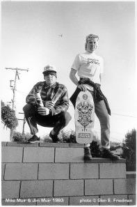 Mike e o irmão Jim, parceria skate e música em foto clássica de Glen Friedman