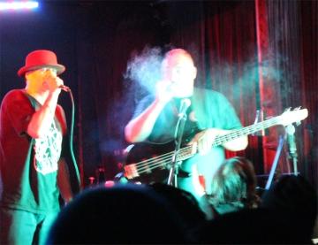 Mayorga no momento em que baixou uma neblina braba no palco.